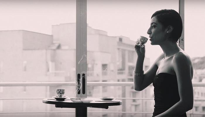 Vania Gelabert en íntimo blanco y negro