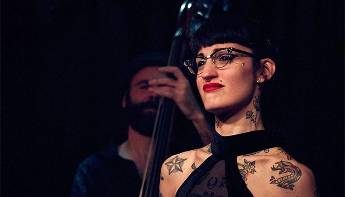 Mel Muñiz: Música de salón universal