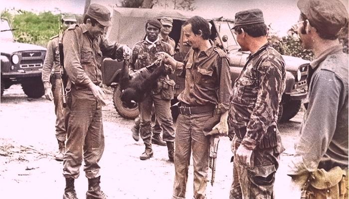Silvio Rodríguez tenía una AK-47